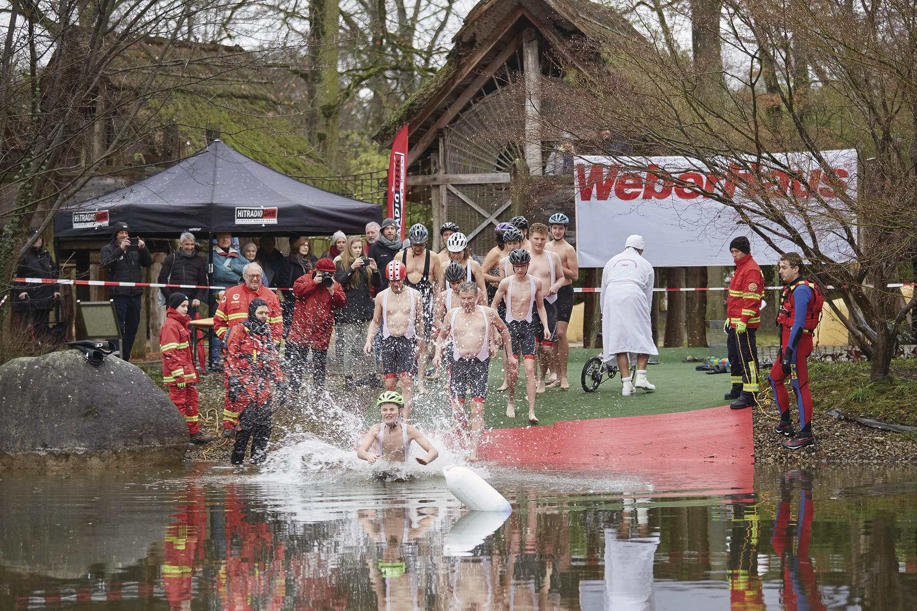 """8.500 Euro für """"Leser helfen"""" beim Neujahrsschwimmen"""