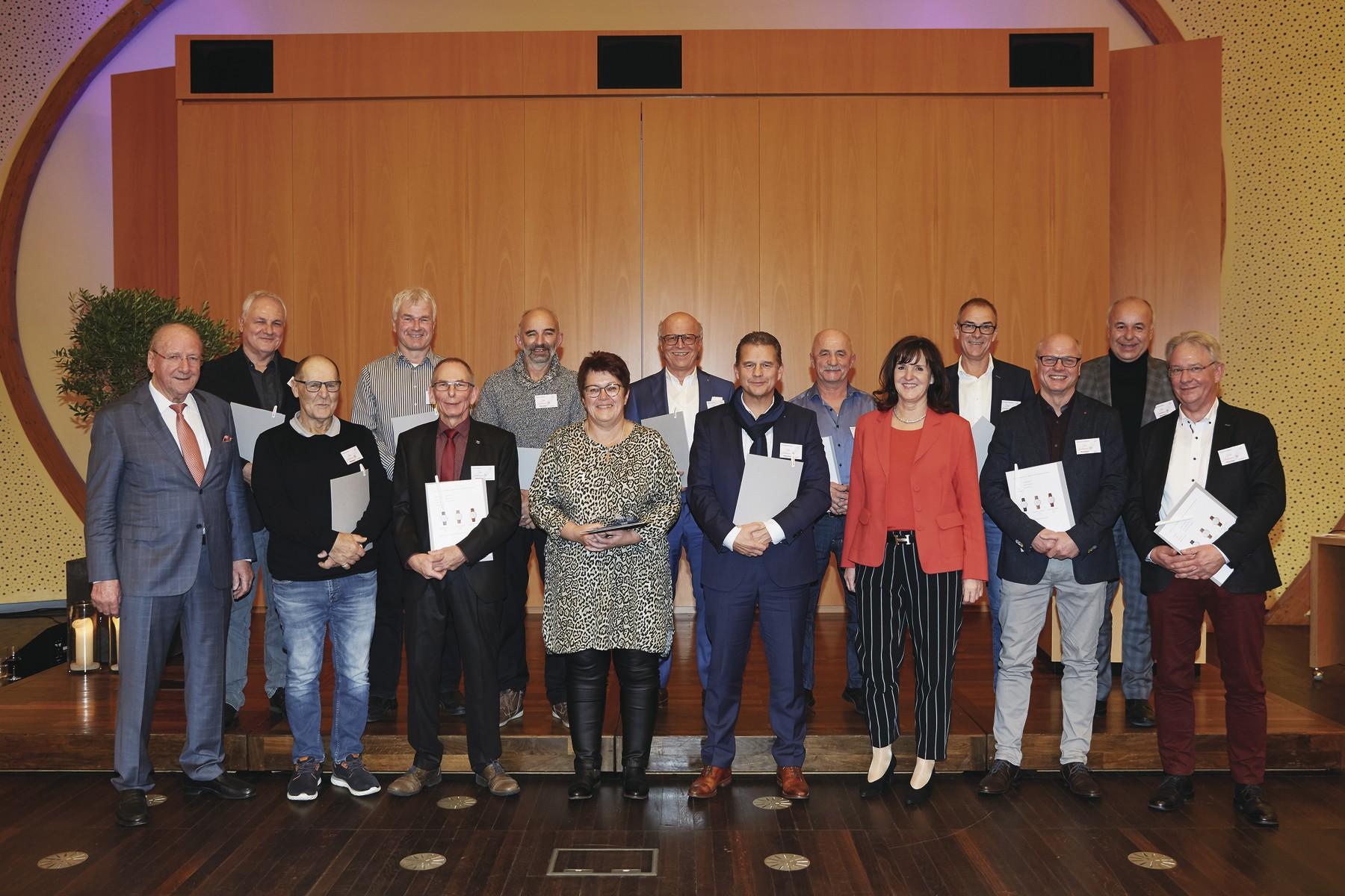 WeberHaus ehrt 36 langjährige Mitarbeiter